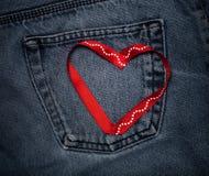 Tekstylni serca Romantyczny miłość temat na cajgu tle stonowany Zdjęcia Stock