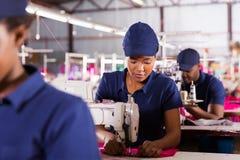 tekstylny fabryczny machinist Obrazy Royalty Free