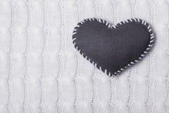 Tekstylny serce na trykotowej teksturze Obrazy Stock