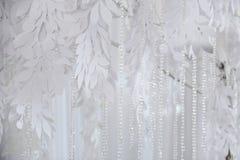Tekstylny tła zbliżenie Biali draperii tkaniny kwiaty Ślubna tekstura, koronka Obraz Stock