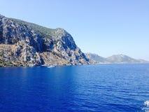 Tektonische Felsen der türkischen Küstenlinie Grenz Lizenzfreies Stockfoto