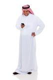 Teléfono árabe del correo electrónico del hombre Imágenes de archivo libres de regalías