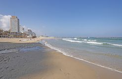 Teléfono Aviv Beach en el mar Mediterráneo en verano Imagen de archivo