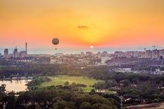 Teléfono Aviv Skyline en la puesta del sol Imagenes de archivo