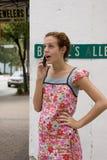 Teléfono celular adolescente uno Imagen de archivo libre de regalías