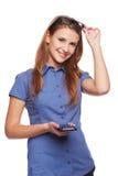 Teléfono celular de risa de tenencia de la mujer Imagen de archivo libre de regalías