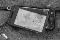 Teléfono celular roto Fotos de archivo libres de regalías