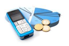 Teléfono celular sobre carta de asunto fotografía de archivo