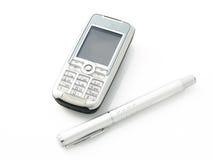 Teléfono celular y pluma Fotos de archivo libres de regalías