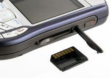 Teléfono celular y tarjeta de memoria Foto de archivo libre de regalías