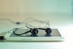 Teléfono con los auriculares Imagenes de archivo