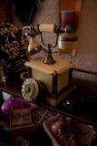 Teléfono dañado de la vendimia en interior Fotografía de archivo libre de regalías