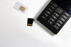 Teléfono de botón, analizando, tarjeta de SIM, tarjeta de memoria fotografía de archivo