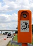 Teléfono de emergencia en el borde de la carretera Fotografía de archivo libre de regalías