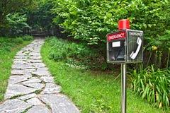 Teléfono de emergencia en el parque Imágenes de archivo libres de regalías