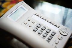 Teléfono de la conferencia en la tabla de cristal ejecutiva Imagenes de archivo