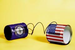 Teléfono de la lata con los E.E.U.U. y Kentucky U S Banderas del estado Concepto de la comunicación imagen de archivo libre de regalías