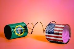 Teléfono de la lata con los E.E.U.U. y las banderas del estado de Washington los E.E.U.U. Concepto de la comunicación fotografía de archivo libre de regalías