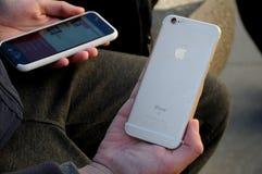 TELÉFONO DE PLE O IPHONES Imágenes de archivo libres de regalías