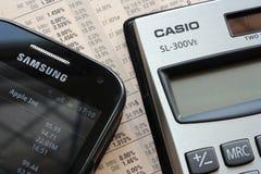 Teléfono de Samsung y calculadora del casio Fotos de archivo libres de regalías