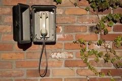 Teléfono del misterio en pared Imagenes de archivo