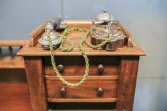 Teléfono del vintage en la oficina Foto de archivo