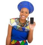Teléfono elegante de la muchacha africana Fotografía de archivo libre de regalías