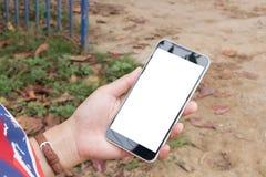 Teléfono elegante del control de la mano de la mujer, tableta, teléfono móvil Fotografía de archivo libre de regalías