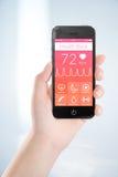 Teléfono elegante móvil negro con el libro app de la salud en la pantalla en f Foto de archivo libre de regalías