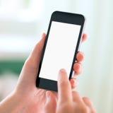 Teléfono elegante moderno en manos con la pantalla en blanco Imagen de archivo libre de regalías