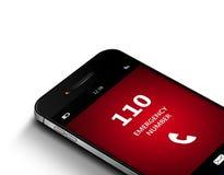 Teléfono móvil con la emergencia número 110 sobre blanco Imagen de archivo