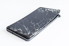 Teléfono móvil con la pantalla quebrada Foto de archivo