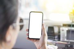 Teléfono móvil conmovedor por el índice fotografía de archivo libre de regalías