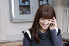 Teléfono móvil de la mujer Fotos de archivo
