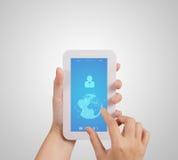 Teléfono móvil de la pantalla táctil del uso de la mano Fotos de archivo libres de regalías