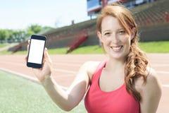 Teléfono móvil del entrenamiento de la mujer Fotos de archivo