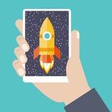 Teléfono móvil a disposición con la nave espacial stock de ilustración
