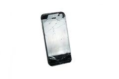Teléfono móvil negro moderno con la pantalla quebrada aislada en el fondo blanco fotografía de archivo libre de regalías