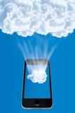 Teléfono móvil que conecta con la nube Foto de archivo libre de regalías
