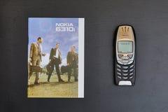 Teléfono móvil viejo de Nokia Imagen de archivo libre de regalías