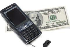 Teléfono móvil y cientos dólares Imagen de archivo