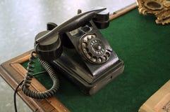 Teléfono negro de la vendimia Fotografía de archivo