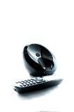 Teléfono negro inalámbrico con la cuna aislada en el fondo blanco Imagenes de archivo