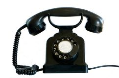 Teléfono negro viejo en blanco. Imagenes de archivo