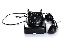 Teléfono negro, viejo o clásico, aislado en un fondo blanco Fotografía de archivo