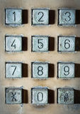 Teléfono público del viejo número del botón Fotos de archivo libres de regalías