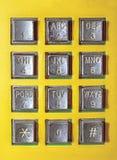 Teléfono público del viejo número del botón Foto de archivo libre de regalías
