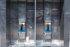 Teléfono público típico en New York City Fotos de archivo libres de regalías