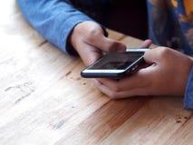 Teléfono práctico elegante del juego del muchacho Fotografía de archivo libre de regalías