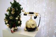 Teléfono retro de oro Fotografía de archivo libre de regalías